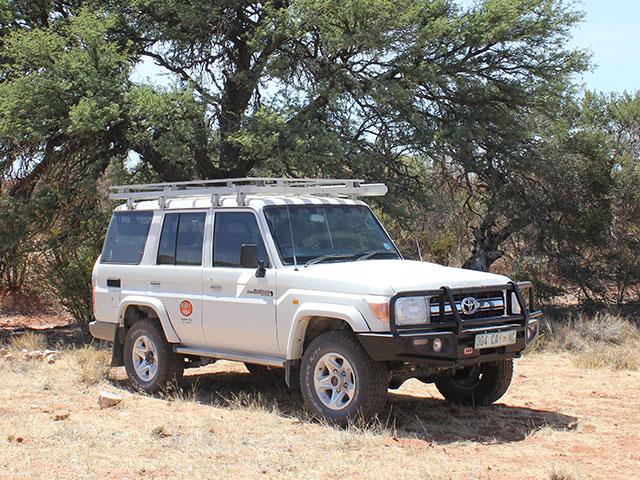 Toyota Land Cruiser 76 - Diesel 4.2l | Desert 4x4 Rental Upington