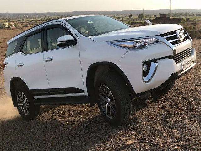 Toyota Fortuner 2.8 GD-6 4X4 6MT | Desert 4x4 Rental Upington